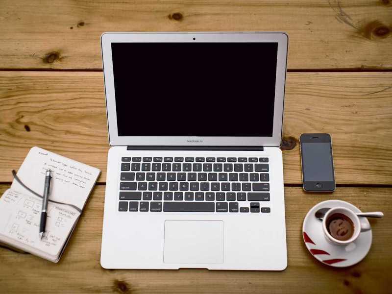 Macbook Pro espresso notebook iphone